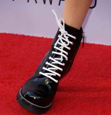 diane-keaton-2017-afi-life-achievement-award-gala-shoes-